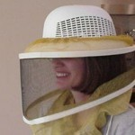 BEE VEIL TIE ON