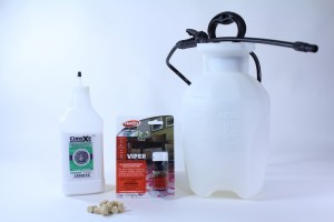 SMALL CARPENTER BEE KIT WITH SPRAYER