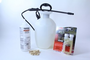 CARPENTER BEE KIT WITH PUMP SPRAYER AND DUST