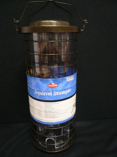 SQUIRREL STUMPER BIRD FEEDER